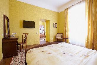 Apartments in Lviv - One room - Krakivska Str, 2